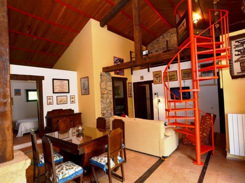 Casa g tica casa rural en isla cantabria clubrural for Cama gotica