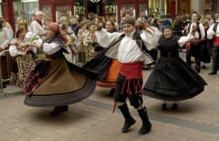 Zaragoza se engalana para recibir a su patrona