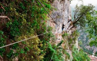 Adrenalina y aventura en las vías ferratas