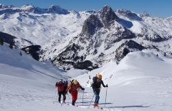 Casteret Guías De Montaña. Grupo Explora en Broto (Huesca)