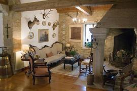 Casa del siglo XIX con horreo casa rural en Ponteceso (A Coruña)