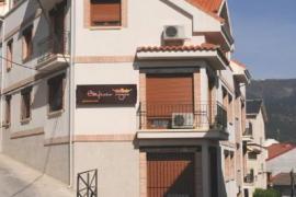 Edificio Reyes casa rural en La Adrada (Ávila)