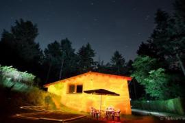 Antigua casa de leñadores en medio del bosque