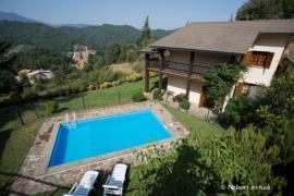 4 noches en un pueblo de montaña con piscina