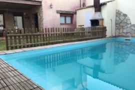 Casa completa con piscina privada en Huesca