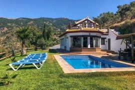El Quinto Pino casa rural en Canillas De Albaida (Málaga)