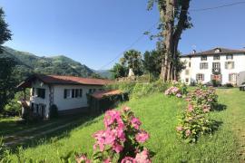 Casas Etxezurialde casa rural en Valcarlos (Navarra)