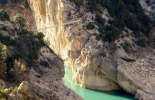 Los puentes colgantes más impresionantes de España