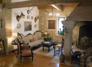Casa del siglo XIX con horreo