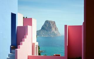 La Muralla Roja de Calpe: el edificio que adoran los instagramers