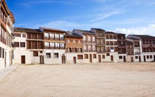 Las 7 plazas mayores más bonitas de España
