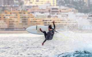 Las mejores playas para hacer surf en España