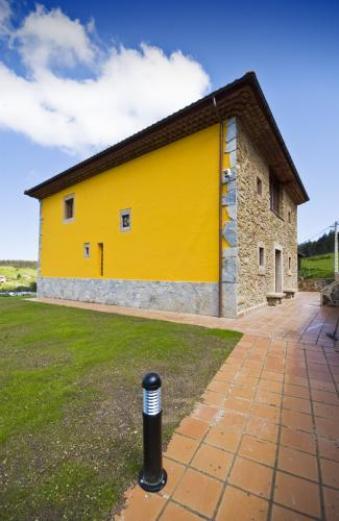 Casa de aldea los sombredales casa rural en la corrada soto del barco asturias clubrural - Casas de aldea asturias ...