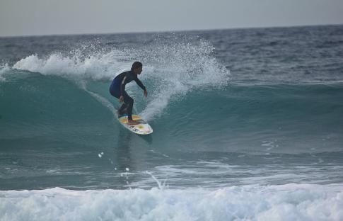 10 playas con olas para hacer surf