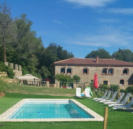 Mas campmol albergue rural casa rural en cistella girona for Casa rural girona piscina