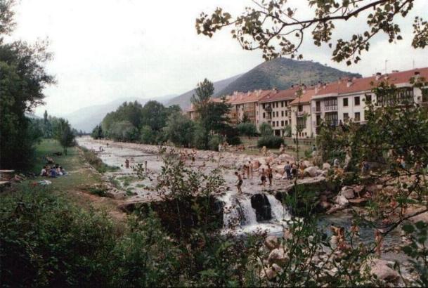 Apartamentos rurales altuzarra apartamento rural en ezcaray la rioja clubrural - Casa rural ezcaray ...
