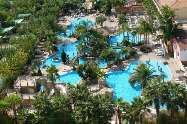 La marina camping resort bungalow en villena alicante for Camping con piscina climatizada en comunidad valenciana