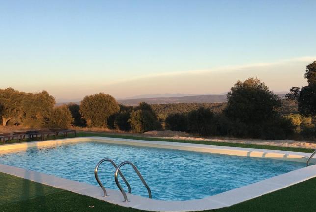 Casa completa y piscina 8 habitacions 2 noches