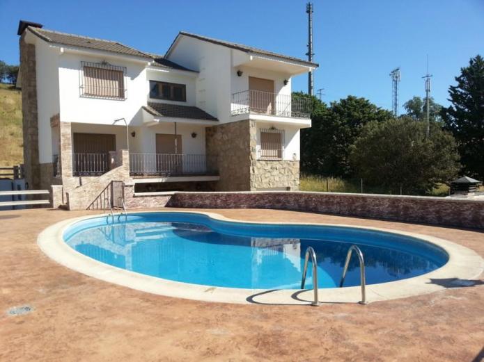 La hijita casa rural en navaluenga vila clubrural for Casa rural con piscina independiente