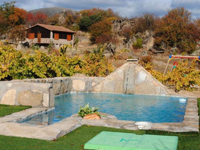 Rural las vi as casa rural en el tiemblo vila clubrural for Casa rural avila piscina
