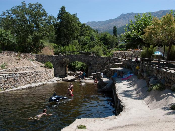 Apartamentos sur de gredos apartamento rural en san for Candeleda piscinas naturales