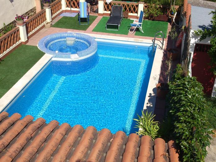 Casa rural valdevilano casa rural en la roca de la sierra for Casas rurales en badajoz con piscina