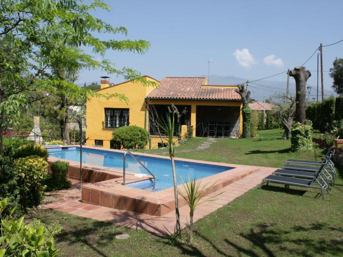 Casa montseny ii casa rural en sant pere de vilamajor for Casas con piscina barcelona