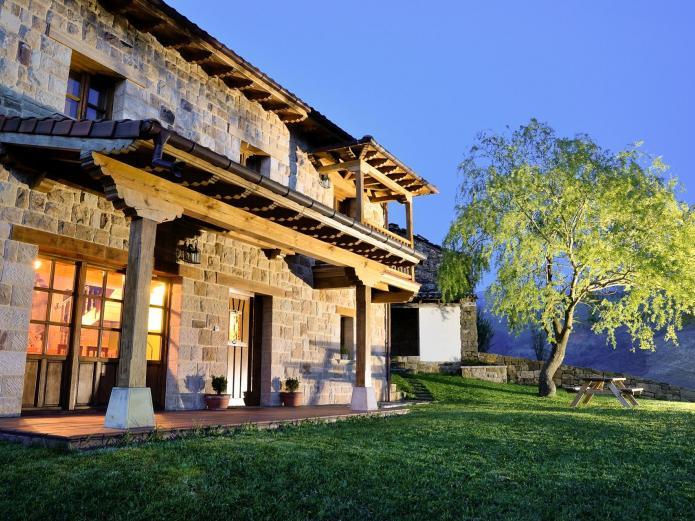 La Casa De Bustantegua Vivienda Vacacional En Selaya Cantabria Clubrural