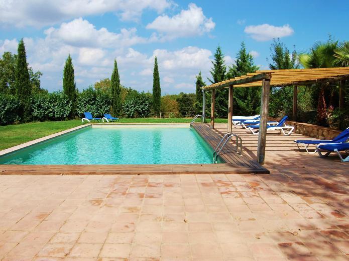 Granja ecuestre can sort casa rural en bascara girona for Casas rurales alicante con piscina