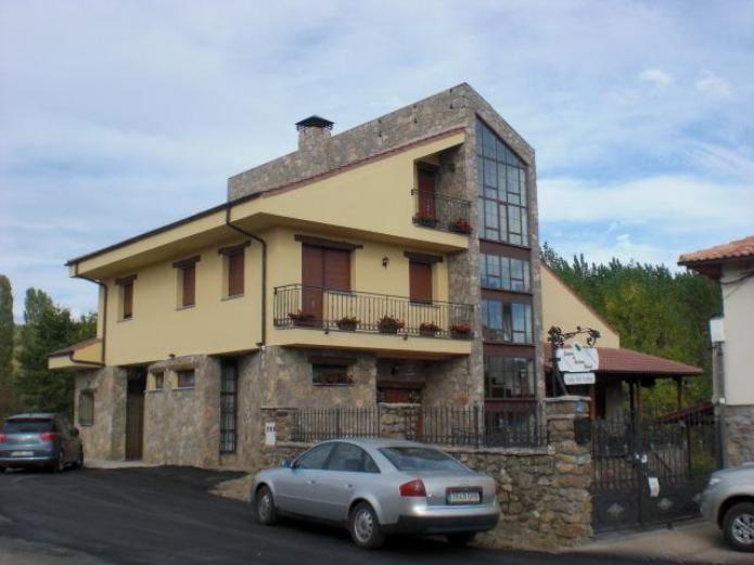 Valle del tuejar casa rural en taranilla le n clubrural for Piscina municipal la roca del valles