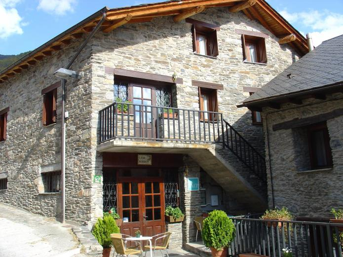 Casa borrut casa rural en esterri de cardos lleida clubrural - Casas rurales lleida piscina ...