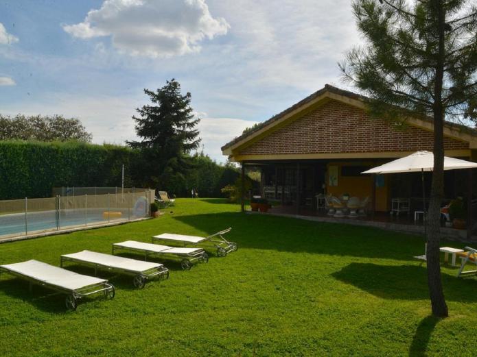 Casa las aguas sierra de guadarrama vivienda vacacional for Alquiler verano sierra madrid piscina