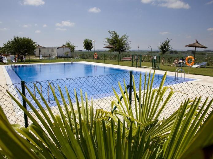 Camping bardenas bungalow en villafranca navarra clubrural - Camping en navarra con piscina ...