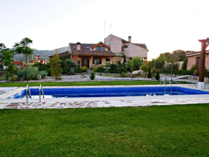 El capricho de los montes casa rural en las navillas for Casas rurales con piscina en castilla la mancha