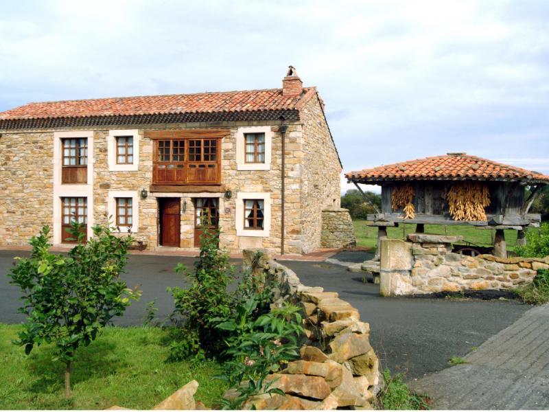 Casa barreta casa rural en oles asturias clubrural for Casa jardin asturias