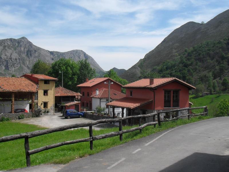 Casa rural la lloseta casa rural en caldue o asturias for Casa rural jaraiz de la vera