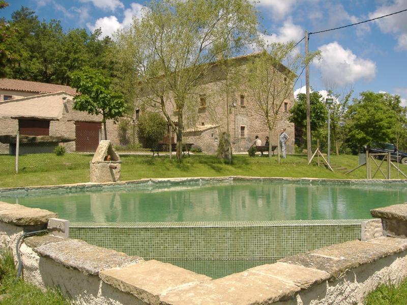 Casa rural vinyes grosses masia en sant agusti de for Alquiler casa jardin barcelona