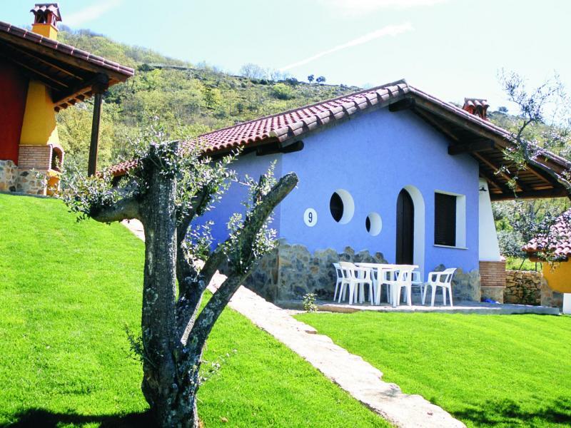 Casas rurales manolo casa rural en casas del monte for Casas rurales en caceres con piscina