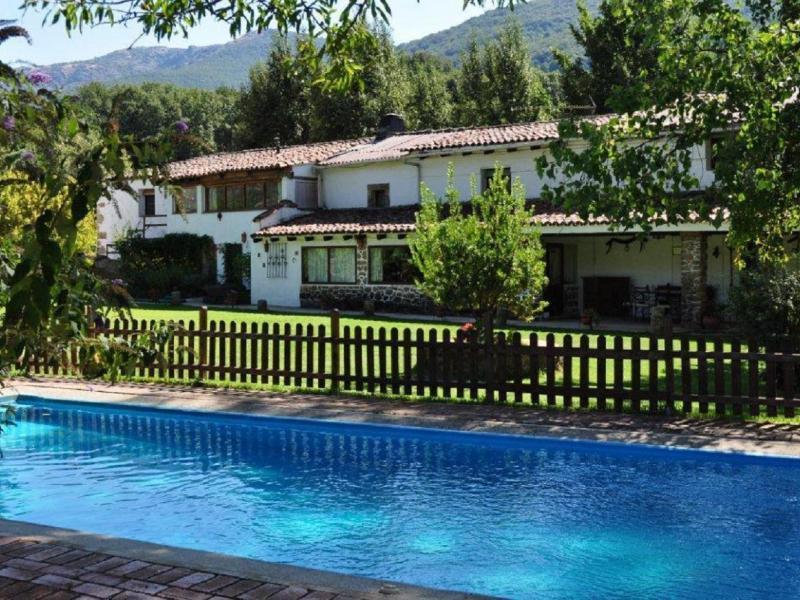 La caser a casa rural en navaconcejo c ceres clubrural for Casas rurales en caceres con piscina