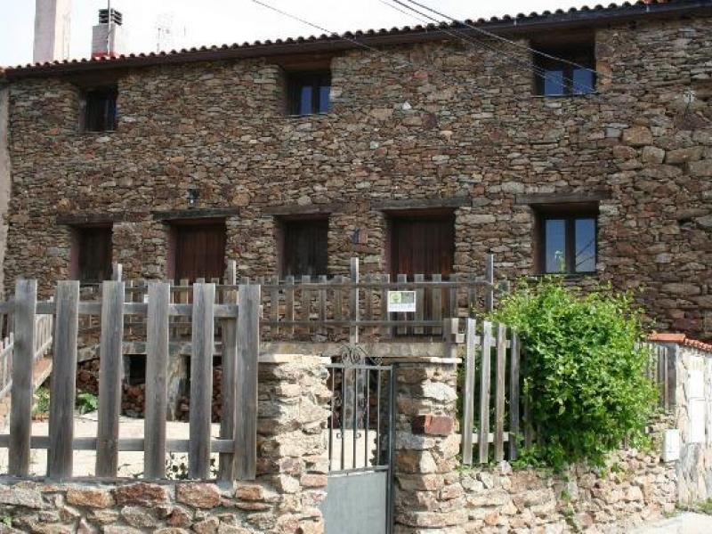 Casa rural la hiruela casa rural en bustares guadalajara clubrural - Casas rurales guadalajara baratas ...