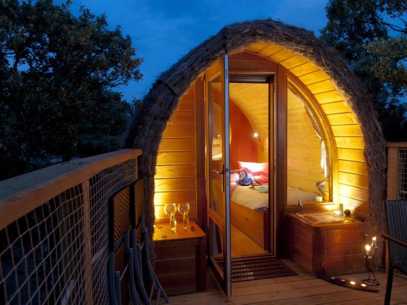 Camping bungalows monte holiday bungalow en gargantilla for Camping en leon con bungalows y piscina