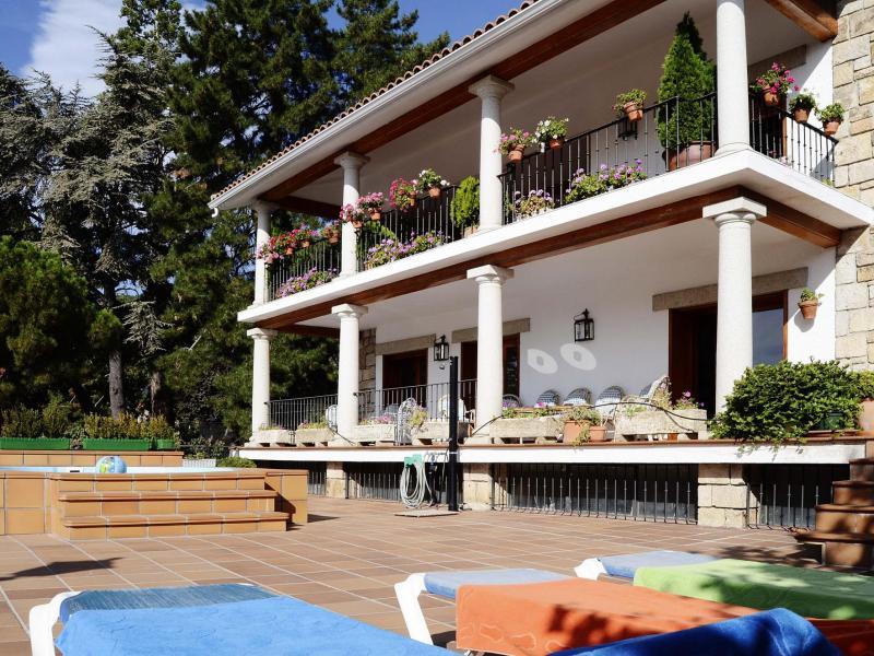 La herr n casa rural en miraflores de la sierra madrid for Casas de alquiler en la sierra de madrid