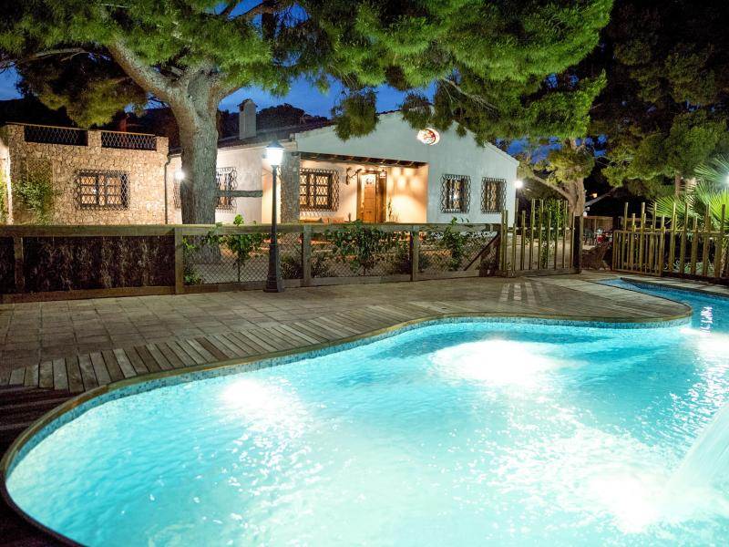 Casa rural huerto el curica casa rural en totana murcia for Casas con piscina barcelona alquiler