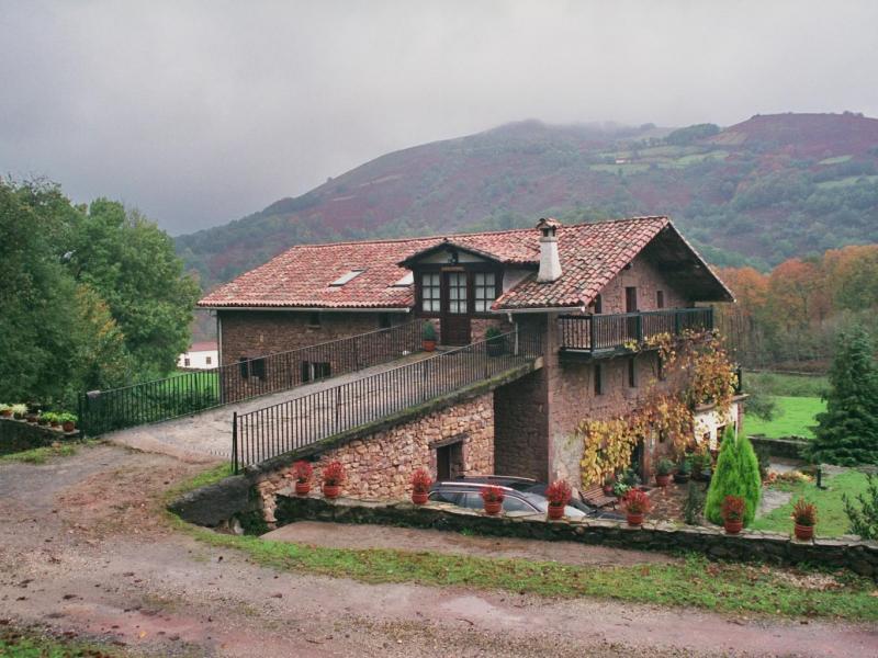 Casa rural indakoborda casa rural en baztan navarra - Casa rural mas rosello ...