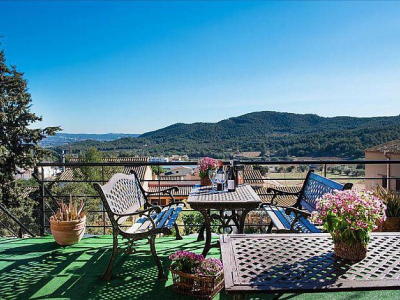 Villa ronda casa rural en albinyana tarragona clubrural for Jardin villa ronda