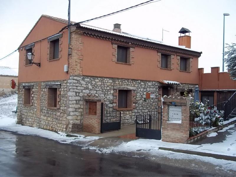 La fuensanta casa rural en cella teruel clubrural for Piscina climatizada teruel
