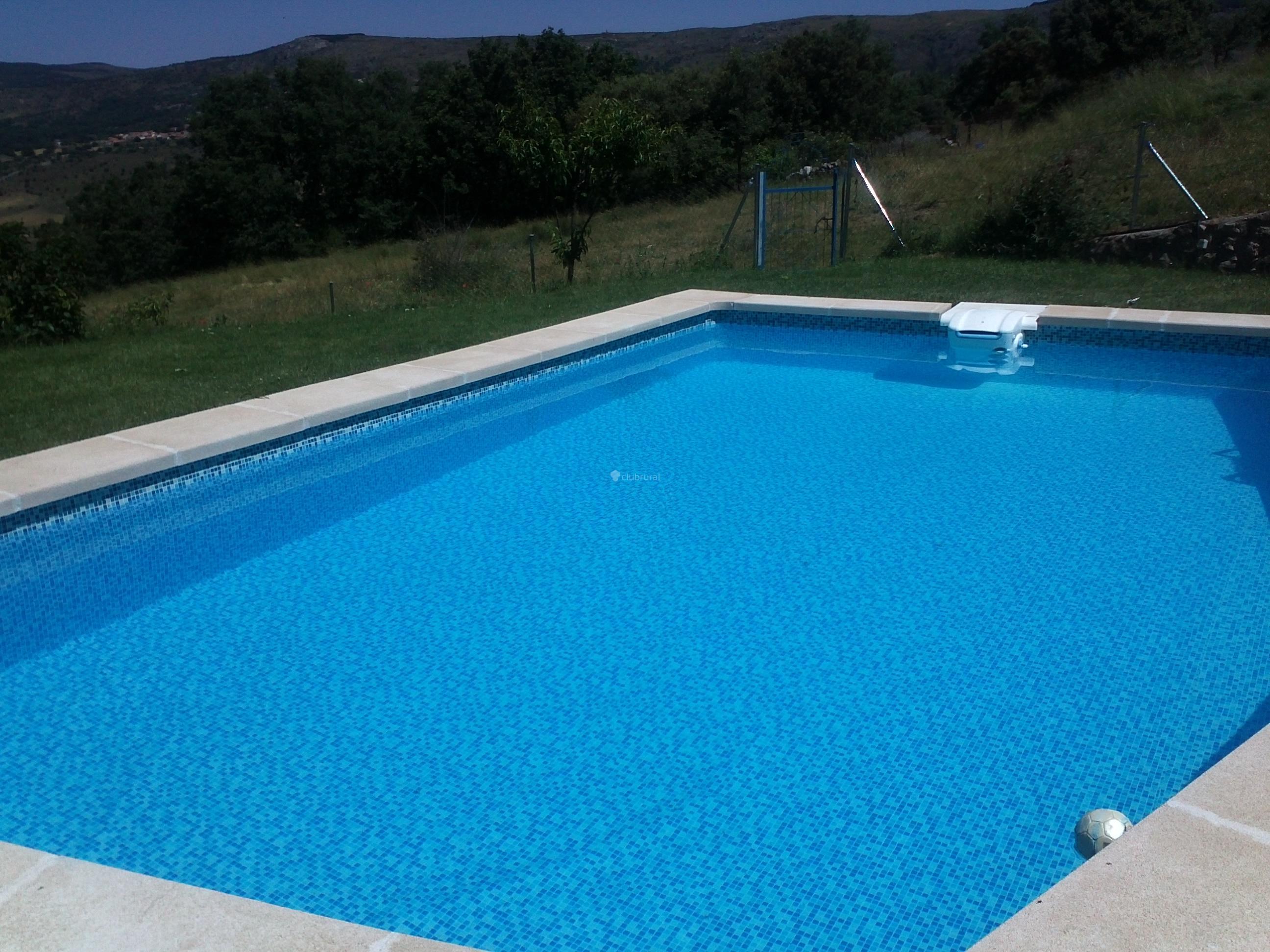 Fotos de casa rural badajo y caldereros vila casas for Casa rural avila piscina