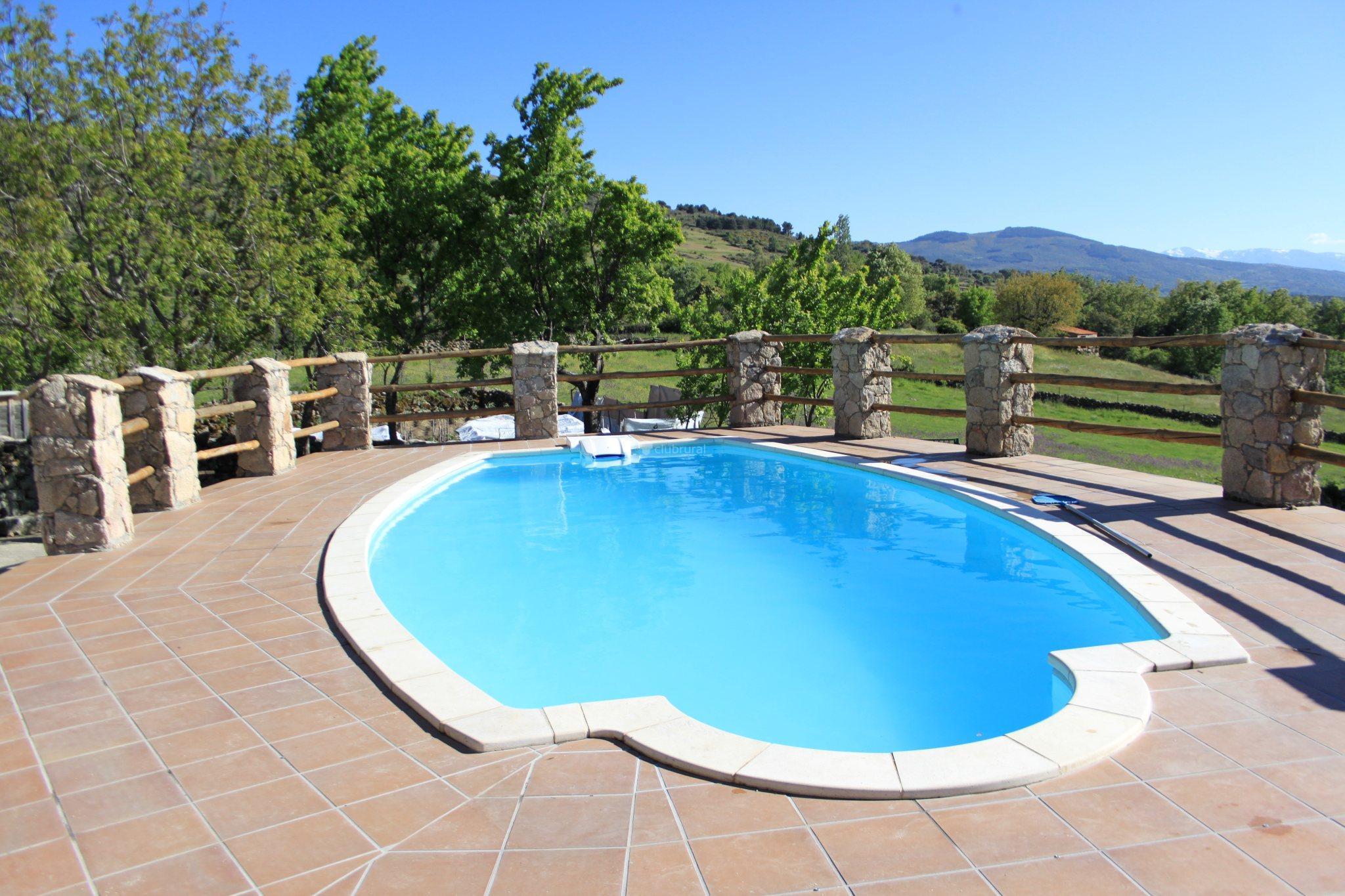 Fotos de alojamientos rurales piedrahita barco gredos for Casa rural avila piscina