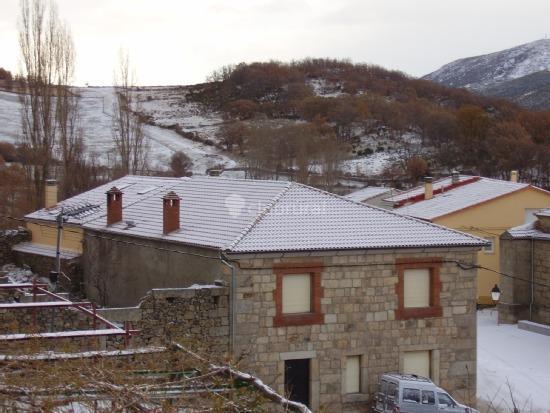 fotos de la tablilla y la terraza vila navalperal de