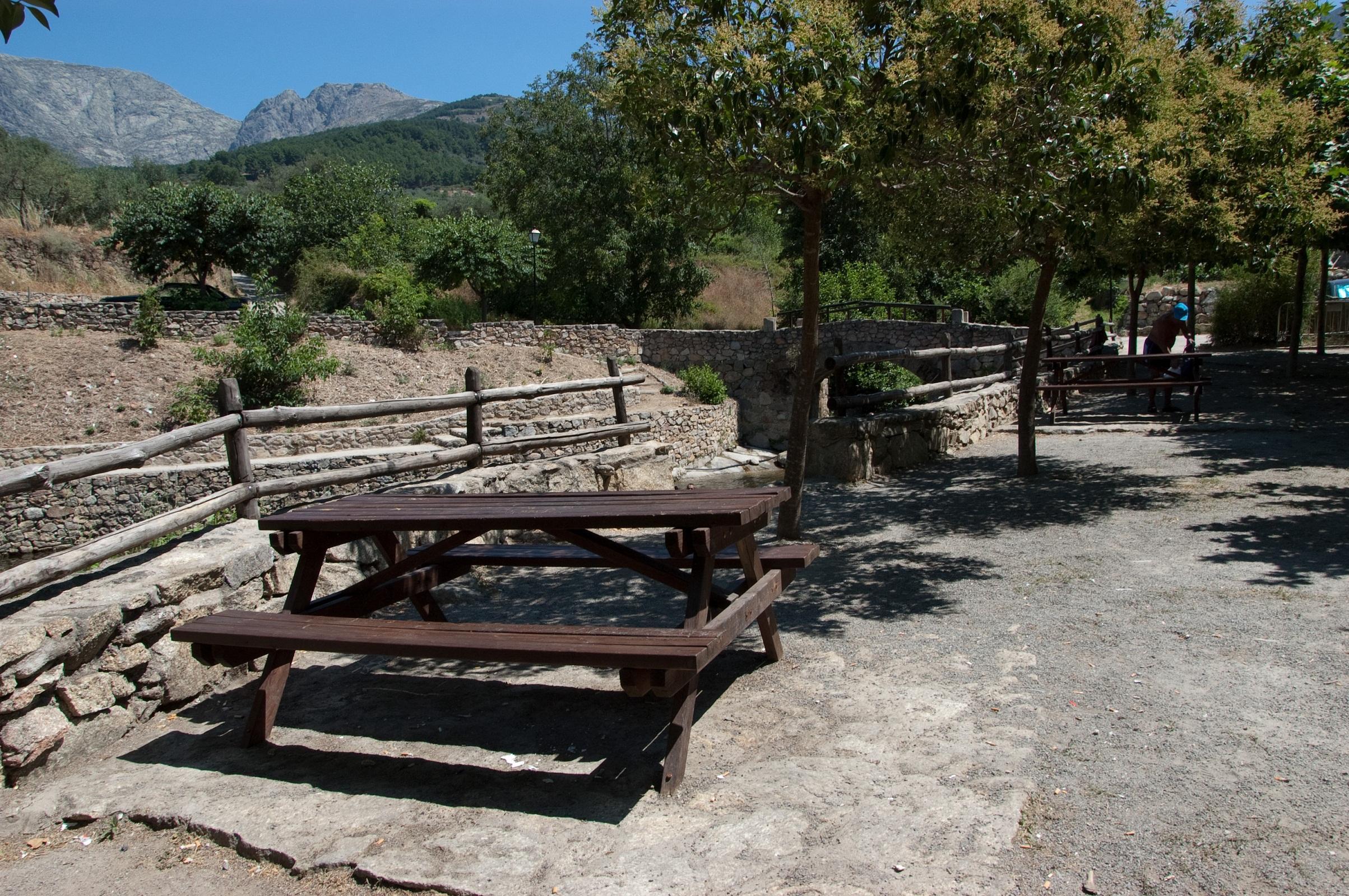Fotos de apartamentos sur de gredos vila san esteban for Piscina municipal la roca del valles